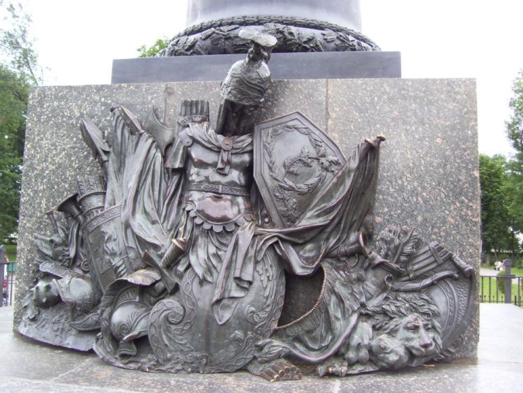 Чугунный Монумент славы под Полтавой