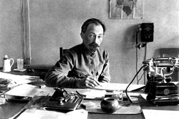 Дзержинский Ф.Э. за работой в своём кабинете
