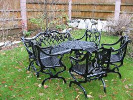 Чугунная мебель – украшение садового участка