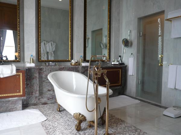 Почему ванна должна быть чугунной?