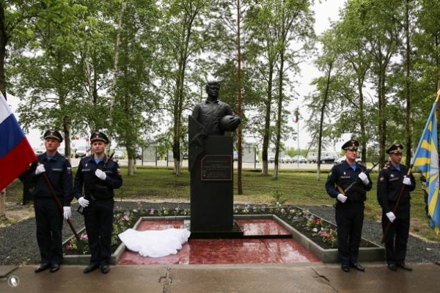 Чугунные памятники российским героям