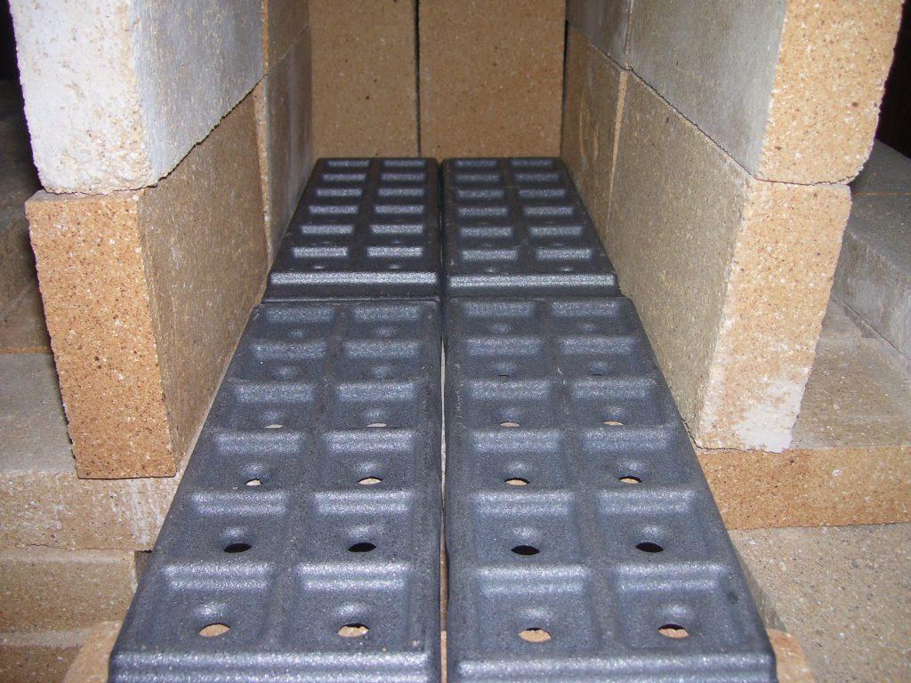 Чугунные колосниковые решётки для дров ПД-1. Установлена на под печи