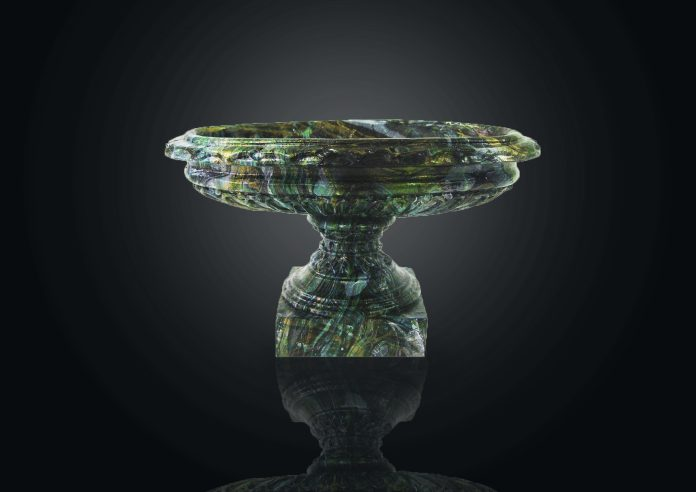 Чугунная копия Большой колыванской вазы – статуэтка «Царица ваз»