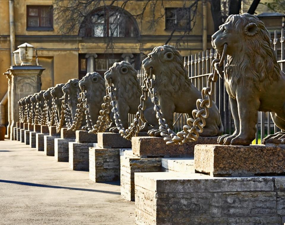Чугунные львы Санкт-Петербурга